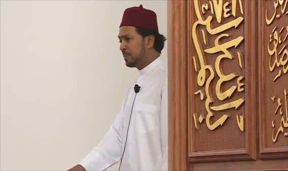 """""""أجمل مسرور"""" الإمام الذي انتقد ابن سلمان فطُرد من إمامة مسجده بلندن"""