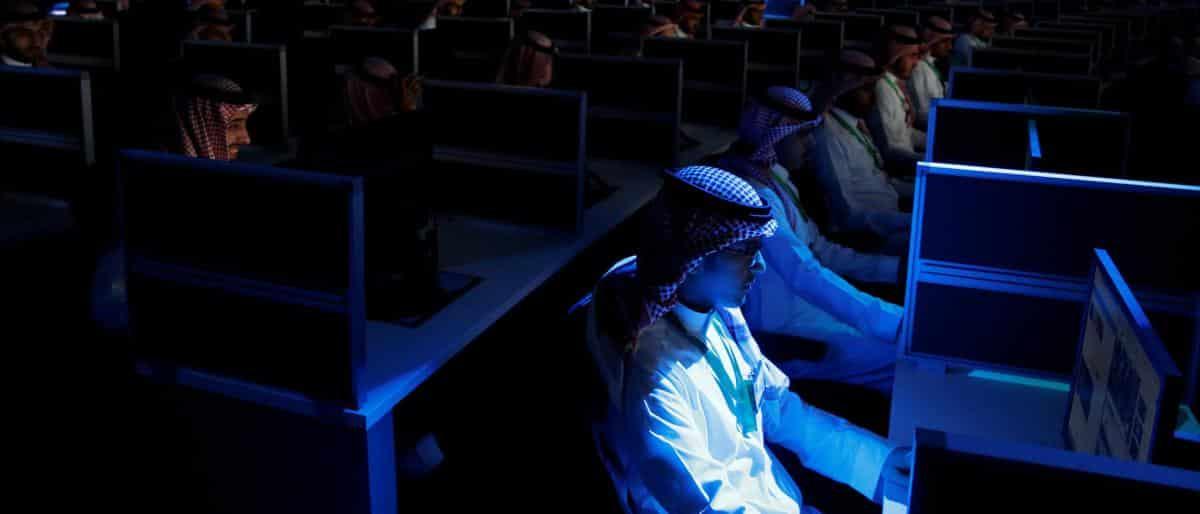 """تقرير: """"الذباب الإلكتروني"""" السعودي لم يسلم منه أصدقاء الرياض"""
