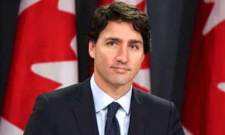 """رئيس الوزراء الكندي يطالب """"ابن سلمان"""" بـ""""عفو ملكي"""" على هذا الناشط"""