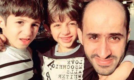السلطات السعودية تهدد ناشطا بالخارج بأبيه المسن وأبنائه الصغار