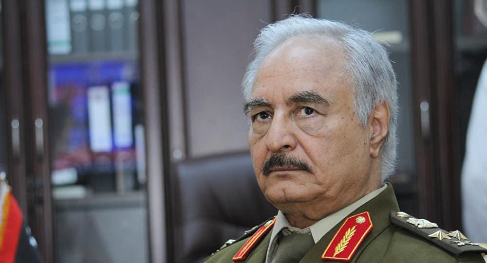 """ناشط يكشف معلومات """"خطيرة"""" حول زيارة """"حفتر"""" للسعودية للتمهيد لهجوم طرابلس"""