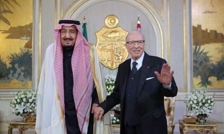 """إدانات تونسية لمنح الملك """"سلمان"""" الدكتوراة الفحرية من جامعة """"القيروان"""""""