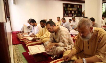 """رمضان في عهد بن سلمان.. الاعتكاف والصلاة بموافقة """"أمنية"""""""