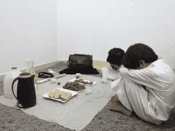 """صورة لصغيرين في رمضان اعتُقل أبواهما  تحظى بتفاعل كبير على """"تويتر"""""""