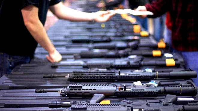 صحيفة فرنسية: لهذه الأسباب باريس تواصل بيع الأسلحة للرياض