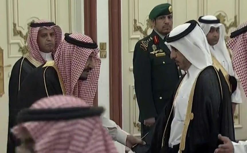 بعد المصافحة.. هل تسعى السعودية للتصالح مع قطر؟
