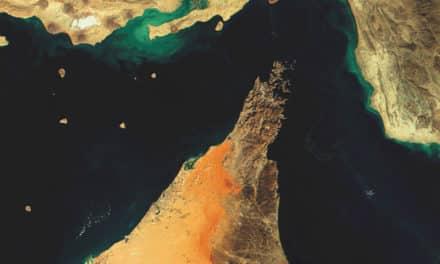 لماذا يهدد إغلاق مضيق هرمز السعودية والإمارات؟!