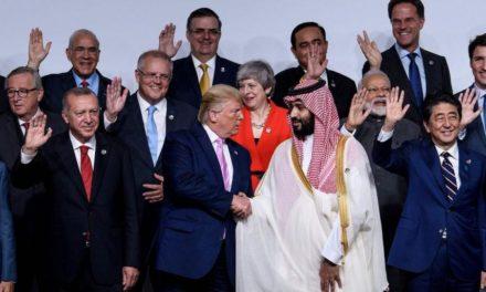 """ترامب وابتزاز الرياض.. دوامة مستمرة يغذيها """"البعبع الإيراني"""""""