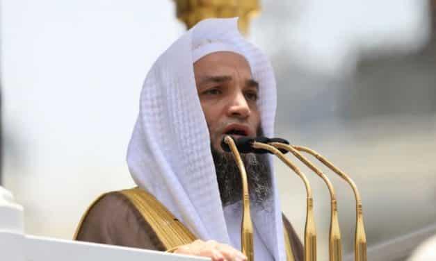 خطيب المسجد الحرام يحذر من انتشار الإلحاد في بلاد الحرمين