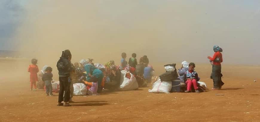 انتقادات دولية لترحيل السعودية 90 أسرة سورية لمنطقة صحراوية