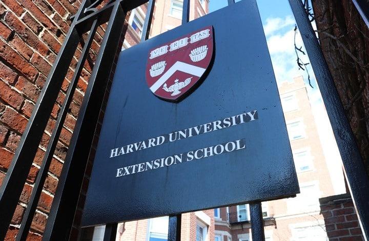 """جامعة """"هارفارد"""" الأمريكية تجمّد اتفاقًا مع مؤسسة تابعة لـ""""ابن سلمان"""""""