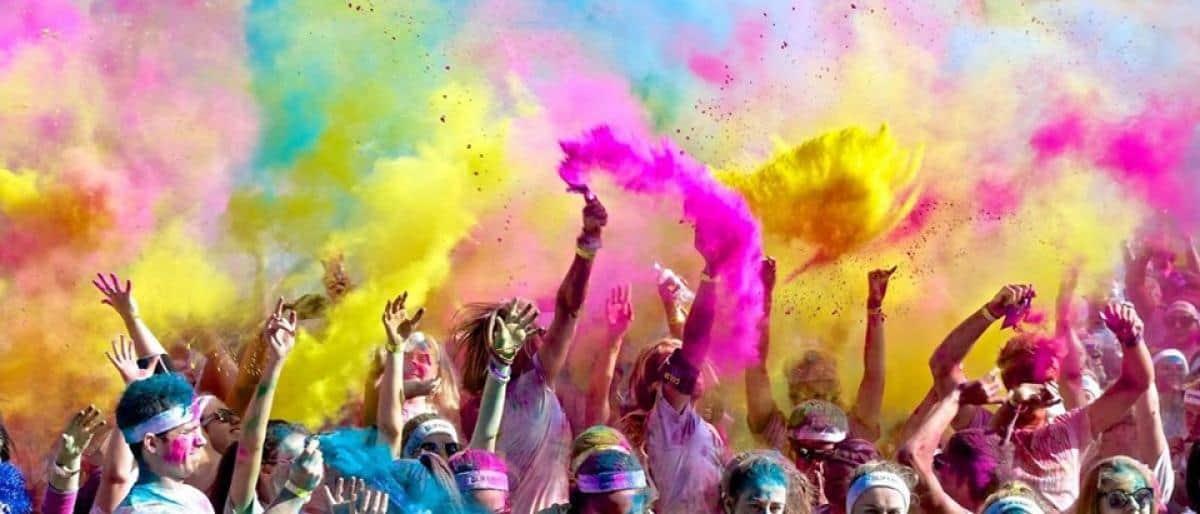 """""""سباق الألوان"""".. فعالية في الرياض تعج بالرقص المختلط"""