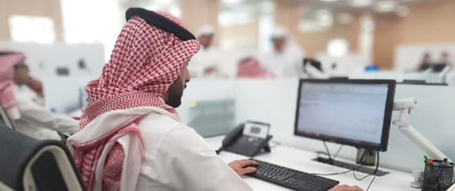 """""""حلم المليون بات وهماً"""".. الأجانب يهيمنون على وظائف السعوديين"""