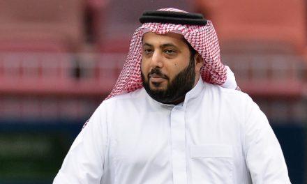 """""""تركي آل الشيخ"""" يروج لعروض أزياء """"غير محتشمة"""" بموسم الرياض"""