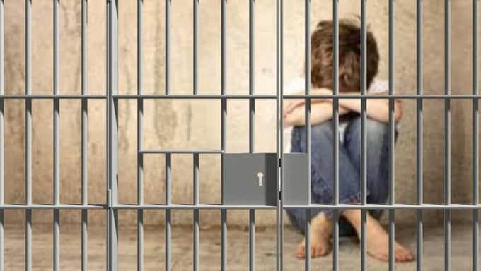 مصادر حقوقية تؤكد اعتقال طفل في العاشرة من عمره بسجن ذهبان!