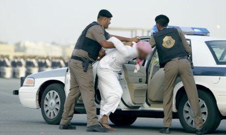 """اعتقال مغرد بسبب تحريض محام مقرب من """"سعود القحطاني"""""""