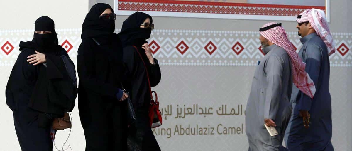 فتاة تتحرش بالشباب في جدة.. وآخر يسيء لسكان مدينة سعودية