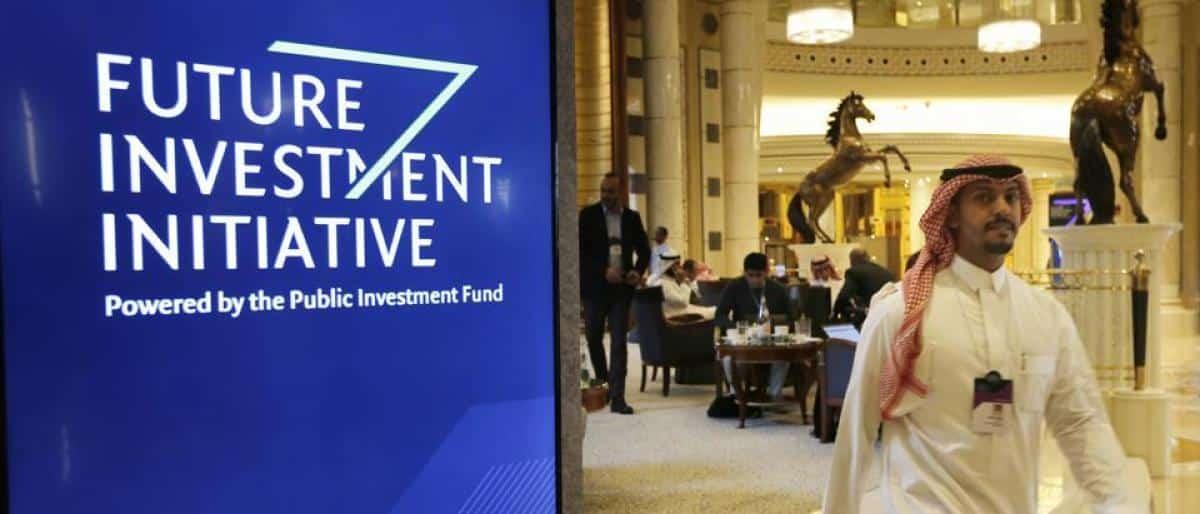 مظهر جديد لسيدات أعمال أجنبيات وسعوديات في مؤتمر الاستثمار