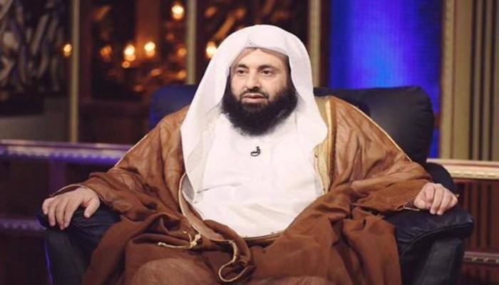 """رغم محاباته المستمرة للسلطة.. منع """"عبد العزيز الريس"""" من الخطابة"""