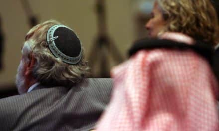 احتفاء صهيوني بتغريدة لأمير سعودي دعا فيها للتسامح!