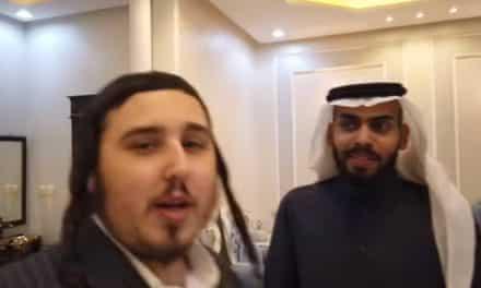"""شاهد.. مقابلة إسرائيلية مع المطبع """"محمد سعود"""" في قلب الرياض!"""