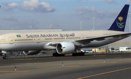 """""""الخطوط السعودية"""" تعيد عائلة سودانية رفضت تفتيشها على بوابة الطائرة"""