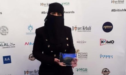 فوز معارضة سعودية بلقب المرأة البريطانية المسلمة