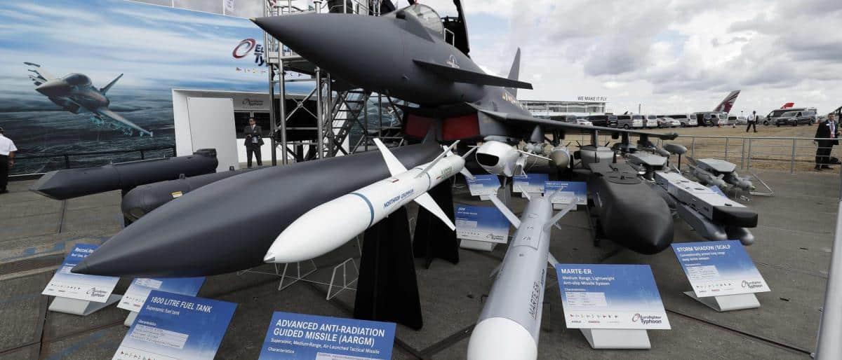 بريطانيا تغازل السعودية وتعلن استئناف تصدير السلاح لها رغم مخاوف اليمن
