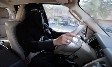 السلطات السعودية تعتقل امرأة بسبب مشاحنة مع رجل مرور!