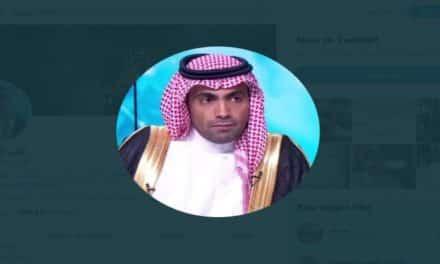 شاهد.. معارض سعودي بالخارج يوثق تهديد عسكري سعودي له بالقتل
