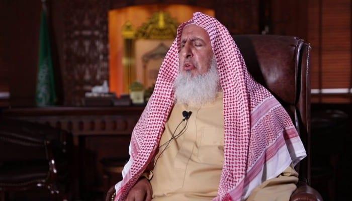 """مفتي النظام السعودي: """"من يسخر من جهود مكافحة كورونا آثم شرعًا""""!"""