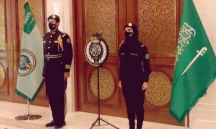 """صورة """"سيدة الحرس الملكي"""" تثير جدلاً واسعًا في السعودية!"""