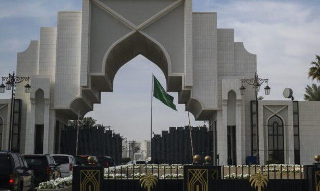تقرير خاص.. الديوان الملكي السعودي بين الفساد والخيانة