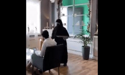 نادلات منتقبات لخدمة الرجال في مقهى سعودي بالطائف