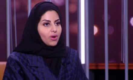 ناشطة سعودية تدعو النساء لخلع النقاب وسط هجوم الناشطين عليها