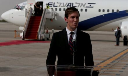 """""""كوشنر"""" يشكر الملك """"سلمان"""" لسماحه بمرور طائرة التطبيع عبر السعودية"""