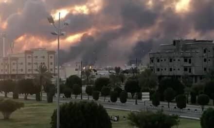 """""""الحوثي"""" تبرأت.. من يقف وراء قصف القصر الملكي في الرياض؟"""