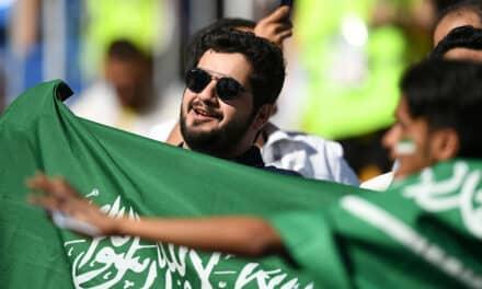 السعودية تتقدم بملف لاستضافة كأس العالم 2030.. وناشطون مستاؤون