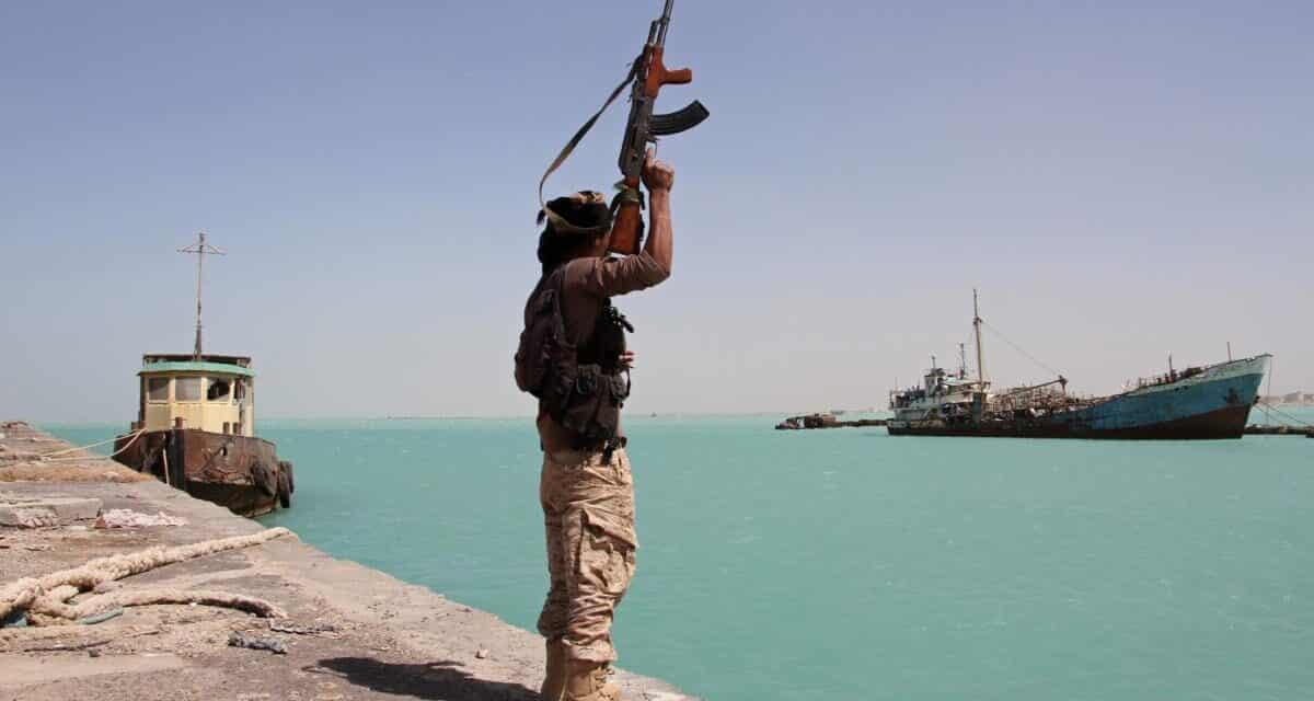 هل أصبحت هجمات الحوثي البحرية خطراً على السعودية والملاحة الدولية؟