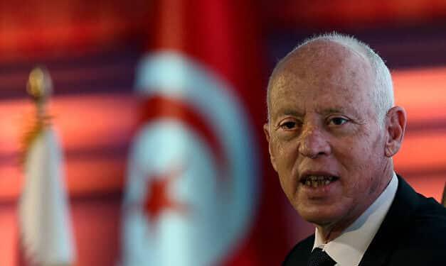 رغم خلافاتهما.. ما الذي يجمع أبو ظبي والرياض على دعم انقلاب تونس؟