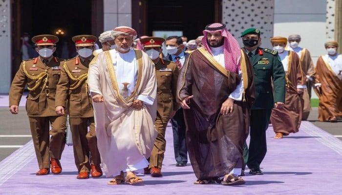 بلومبرج: السعودية تكثف تواصلها مع دول علاقتها قوية بإيران.. وتحالفات المنطقة تتغير