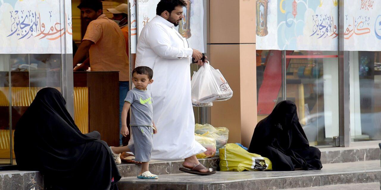 """اتهامات دولية للحكومة السعودية بالتكتم على """"أزمة فقر"""" تضرب المملكة"""