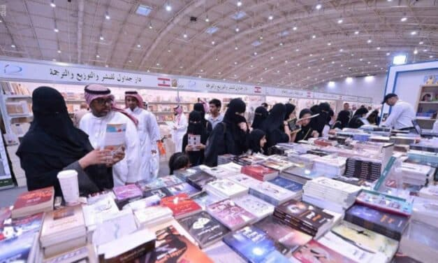 """عناوين كتب بمعرض الرياض.. """"انفتاح على محظورات"""" من نوعٍ آخر"""